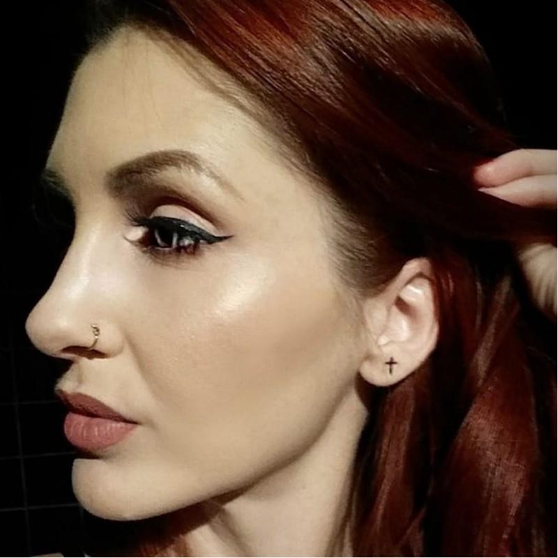 Εσείς θα κάνετε τατουάζ στον λοβό των αυτιών σας; Η νέα μόδα που κατέκλυσε το Instagram! (εικόνες)