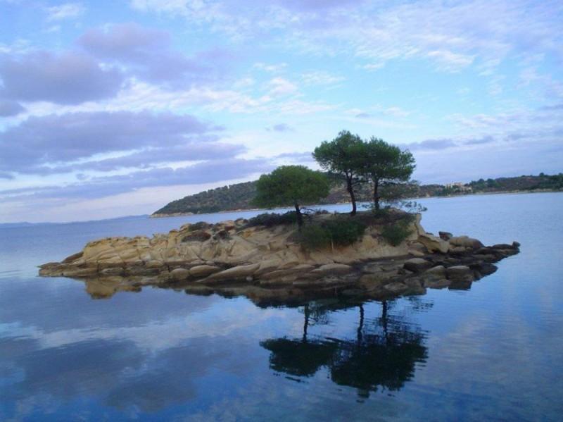 Φανταστικό!Το εξωτικό ελληνικό νησάκι με τα ζεστά νερά όλο τον χρόνο και χωρίς καθόλου κύμα! Που βρίσκεται; (photos)