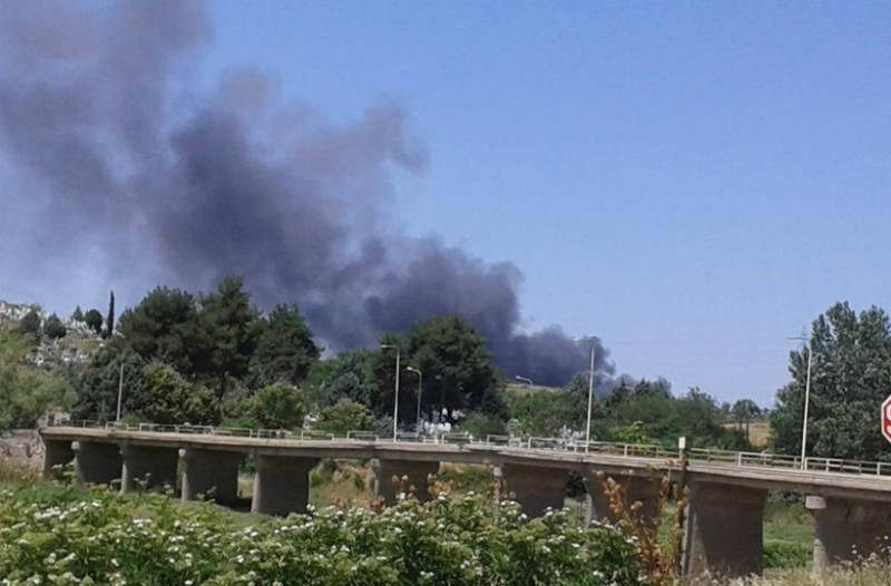 Διδυμότειχο : Φωτιά με εκρήξεις σε αποθήκη με εύφλεκτα υλικά (Photos+ video)