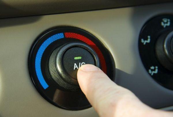 Προσοχή: Ο μεγάλος κίνδυνος που κρύβει το κλιματιστικό στο αυτοκίνητο!