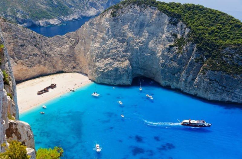 «Μαγεία» τα θαλασσινά τοπία! Βραχώδεις παραλίες που «κόβουν» την ανάσα