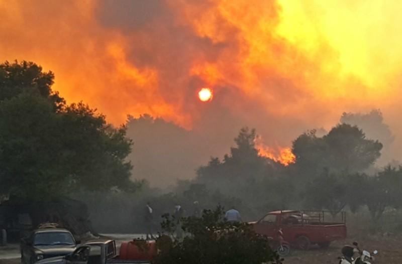 Ζάκυνθος: Καίγεται για τρίτη ημέρα το νησί! (Photos)