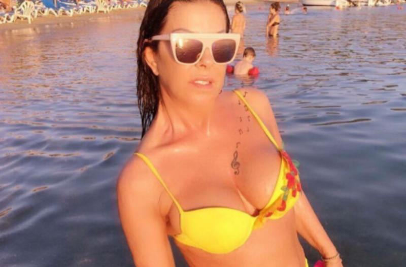 Η Άντζελα Δημητρίου ποζάρει με μικροσκοπικά μπικίνι και… τα σχόλια δικά σας! (Photos)