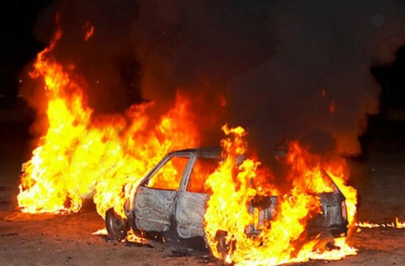 Λάρισα: Άνδρας απανθρακώθηκε στο αυτοκίνητό του. Η σοκαριστική εικόνα που αντίκρισαν οι πυροσβέστες!