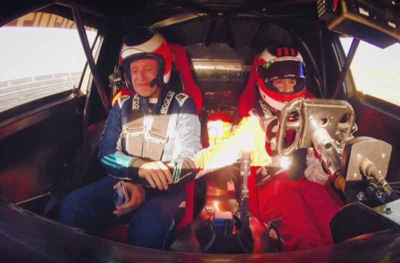 Ο Barrichello δίνει το τιμόνι του αυτοκινήτου σε νεαρό οδηγό και μετά από λίγο βάζει τα κλάματα: Δείτε το επικό video!