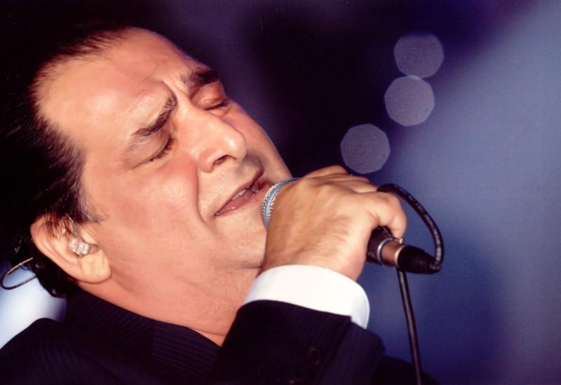 Βασίλης Καρράς: Αποθεώθηκε σε συναυλία στη Λήμνο και επιβεβαίωσε ότι... (video)