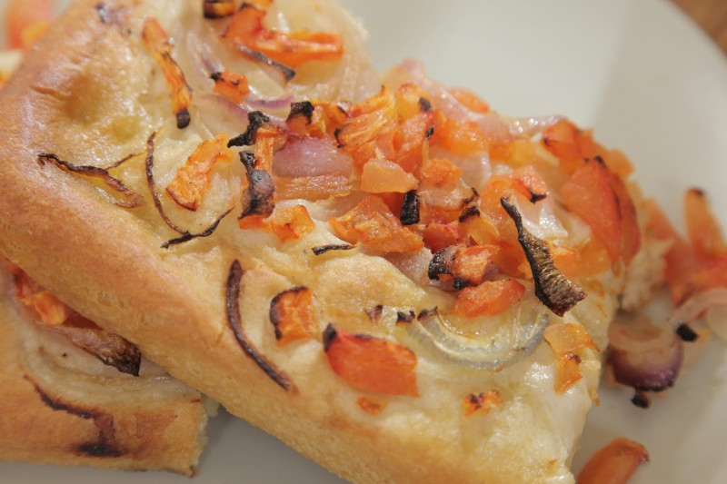 Εϋκολη και νόστιμη πίτα με λάδι και ντομάτα από την Κίμωλο!