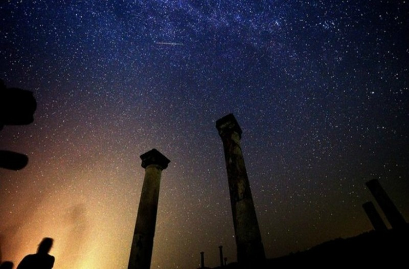 Απόψε η μεγαλύτερη βροχή αστεριών: Οι Περσείδες θα πλημμυρίσουν τον ουρανό. Πώς μπορείτε να τις φωτογραφίσετε!