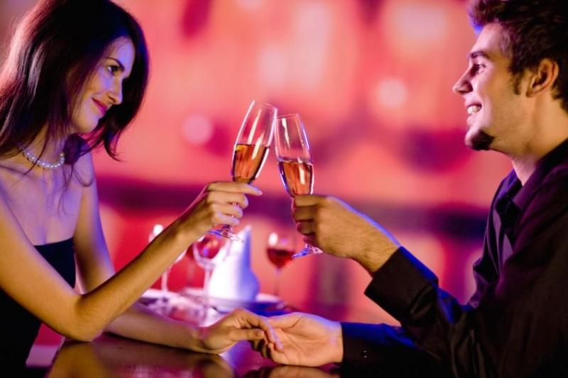 Αυτά τα σημάδια αποδεικνύουν ότι σε θέλει από το πρώτο ραντεβού!