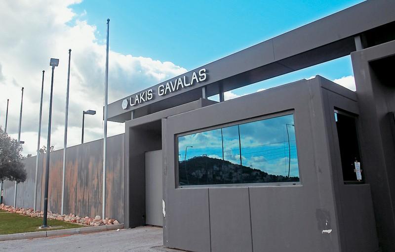 """Εικόνες που σοκάρουν: Εγκαταλελειμμένο το """"παλάτι της μόδας"""" του Λάκη Γαβαλά αξίας 32.000.000 ευρώ!"""