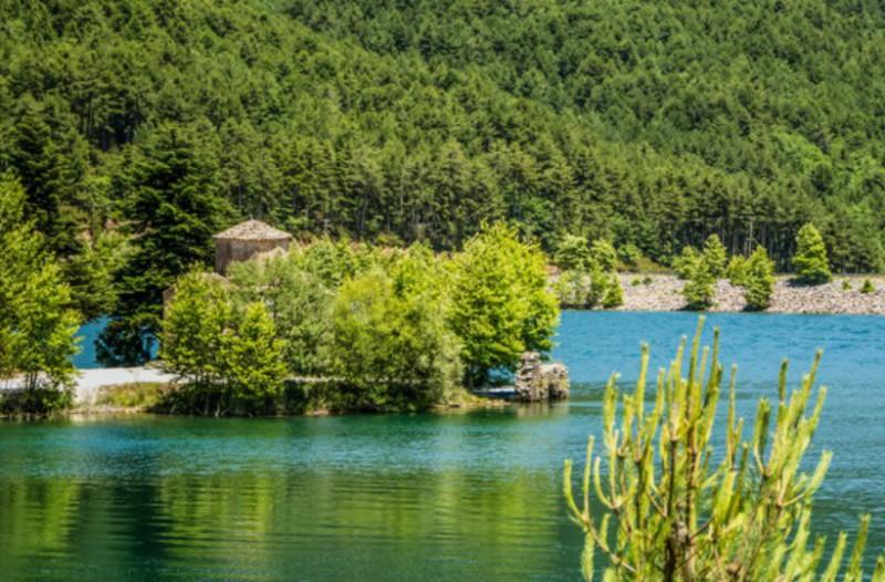 Η φανταστική λίμνη που κρύβει στο βυθό της ένα εικονοστάσι του 17ου αιώνα! (Photos+video)