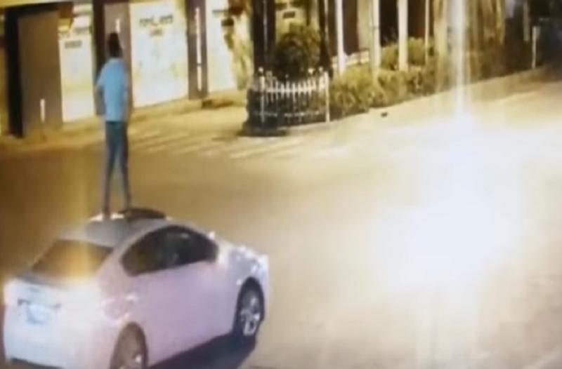 Ένα βίντεο που έγινε αμέσως viral! - Μεθυσμένος άντρας κάνει «σερφ» στην οροφή αυτοκινήτου