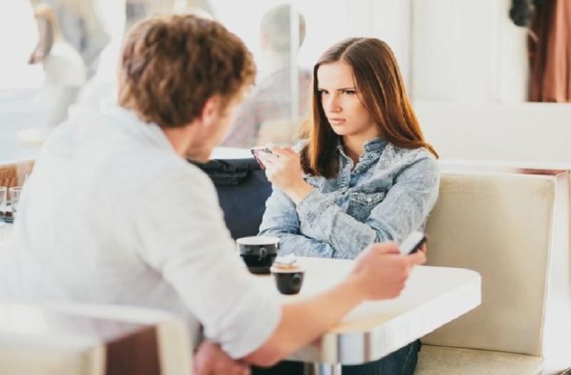 να βγαίνω με κάποιον με πολύ χαμηλή αυτοεκτίμηση καλύτερος τίτλος για online dating