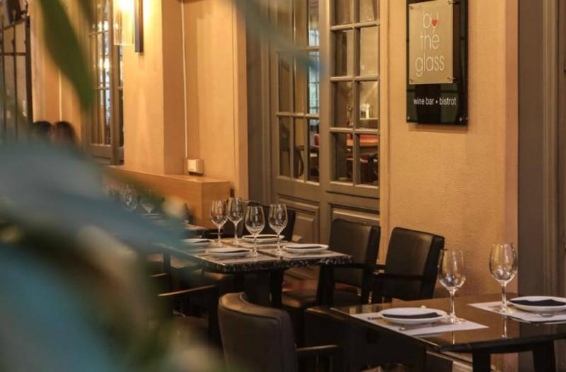 By the glass: Το wine bistrot που στο κέντρο είναι σημείο αναφοράς για κάθε οινόφιλο!