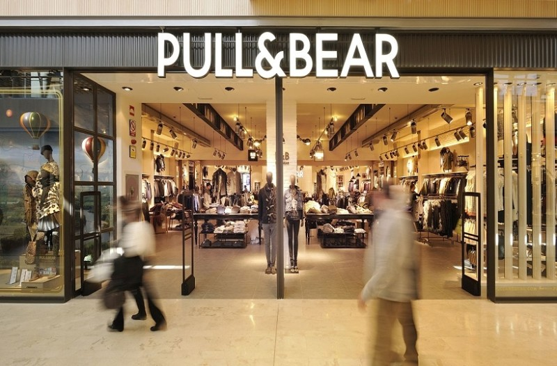 Pull and Bear: Η τσάντα πουγγί που θα κρατάνε φέτος τον χειμώνα όλες οι fashionistas! (Photo)