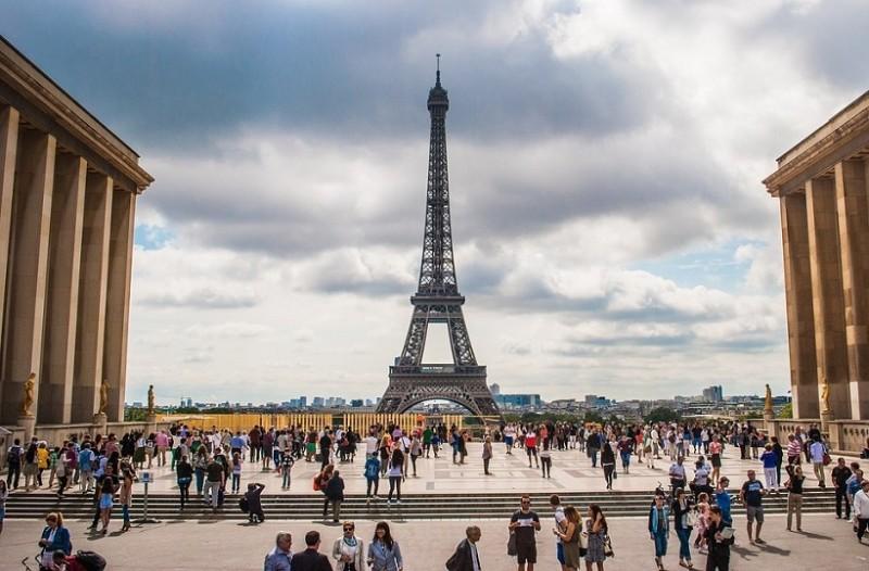 Ο Πύργος του Άιφελ γίνεται... αλεξίσφαιρος μετά τις τρομοκρατικές επιθέσεις στη Γαλλία!