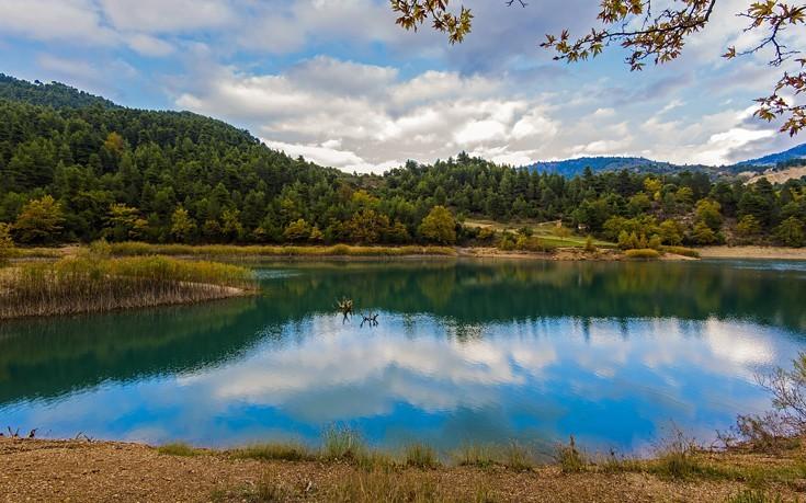 Η ελληνική λίμνη που κρύβει στο βυθό της....ένα εικονοστάσι του 17ου αιώνα!Που βρίσκεται;