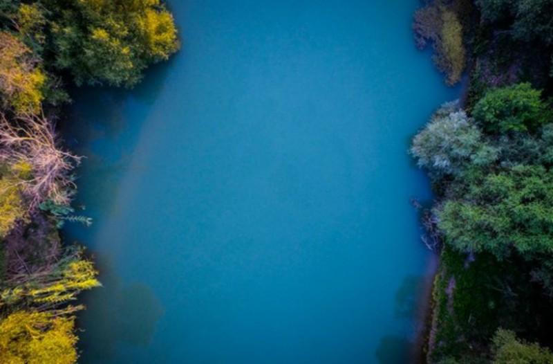 Πελοπόννησος: Τα εντυπωσιακά χειμερινά χρώματα του μεγαλύτερου ποταμού της που θα σας... ταξιδέψουν! (video)