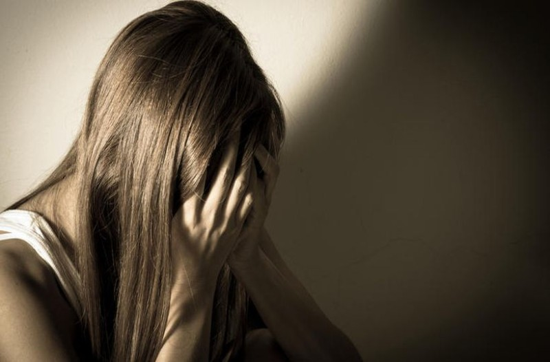 «Έβαλαν την κόρη μου στην ίδια τάξη με τον βιαστή της» - Η αληθινή εξομολόγηση που σοκάρει!
