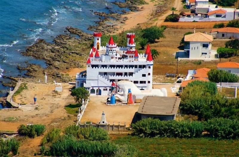 Εντυπωσιακές εικόνες: To παραμυθένιο και ξεχασμένο κάστρο στην Πελοπόννησο!
