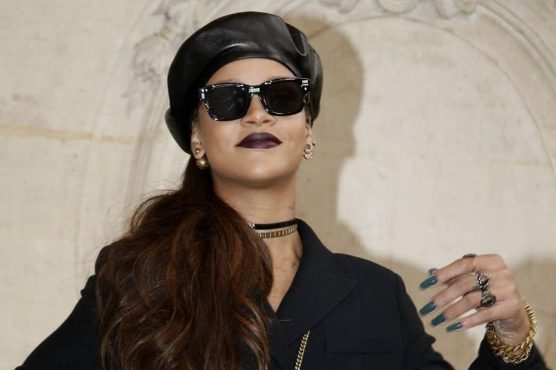 Από τη Rihanna και τη Bella Hadid μέχρι την Kate Moss και άλλες σταρ και  fashionistas 252cd19a8f1
