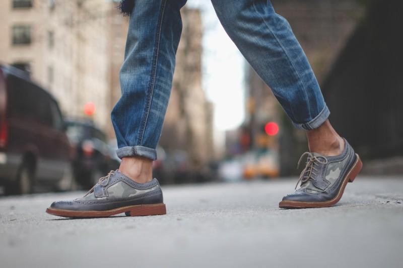 Φοράς τα παπούτσια χωρίς κάλτσες  Ξανασκέψου το! - Men - Athens magazine fab3e1b7b29