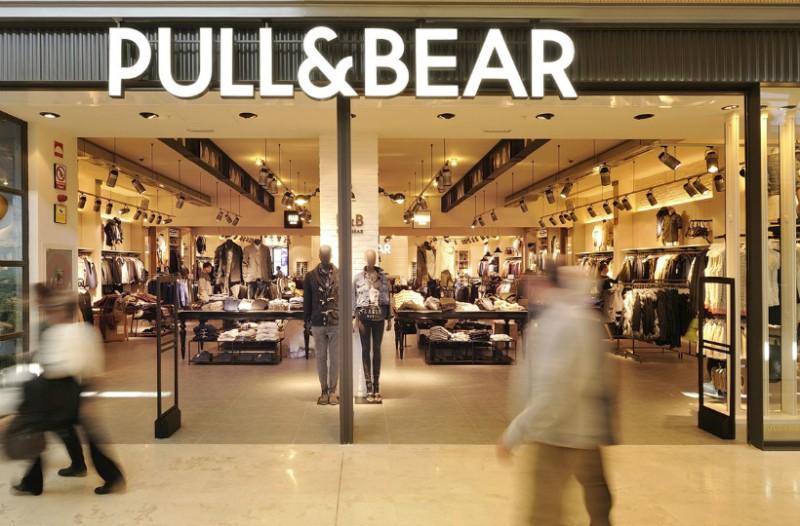 Pull and Bear: Το μαύρο παντελόνι που δείχνει τα πόδια σου πιο... κολακευτικά!