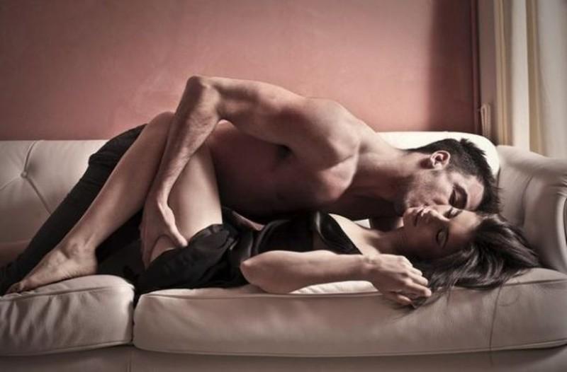 «Όταν κάνω έρωτα με τον σύντροφό μου έχω «αέρια» και ντρέπομαι! Τι να κάνω;»