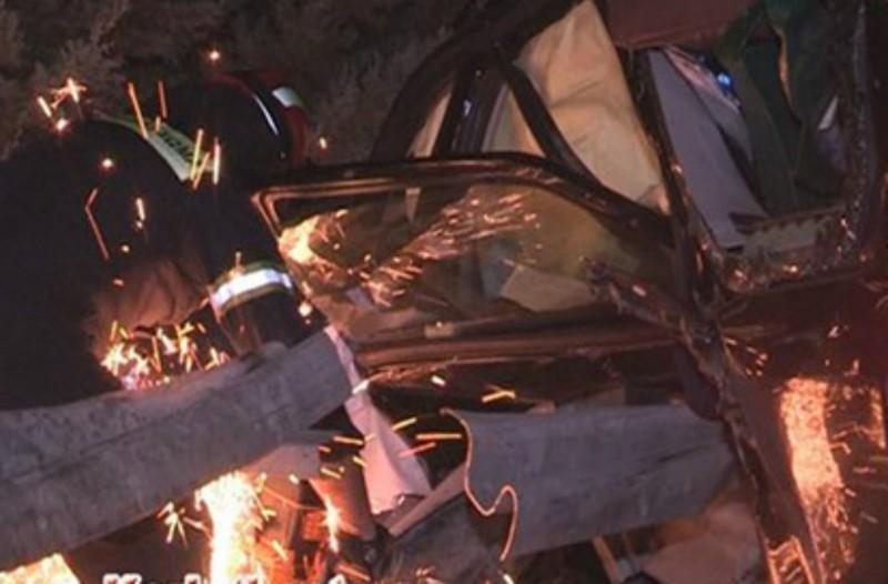 Σοκαριστικές εικόνες από τροχαίο στην Κόρινθο: Δραματική διάσωση του οδηγού! (Photos+video)