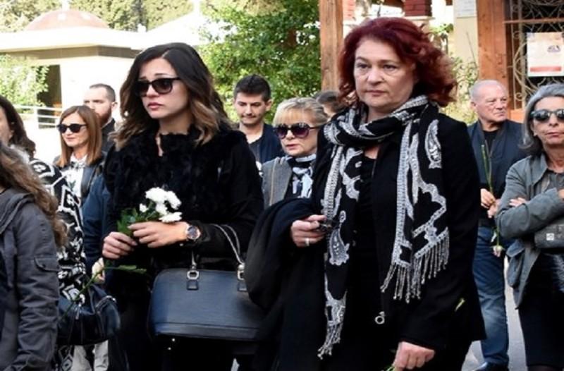 Το τελευταίο «αντίο» στον Βασίλη Μαυρομάτη! - Ράκος η Μπάγια Αντωνοπούλου! (Photo)