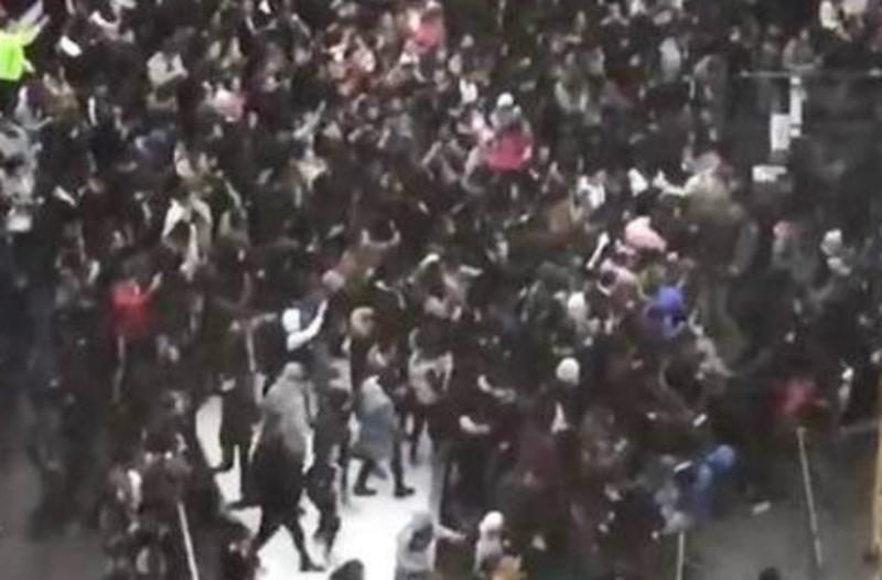 Χαμός στις Βρυξέλλες: Συγκρούσεις νεαρών με αστυνομικούς για έναν ράπερ (Photos+video)