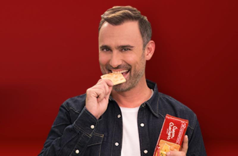 Ο Γιώργος Καπουτζίδης σε 5 διασκεδαστικά videos με τα αγαπημένα του Cream Crackers ΠΑΠΑΔΟΠΟΥΛΟΥ!