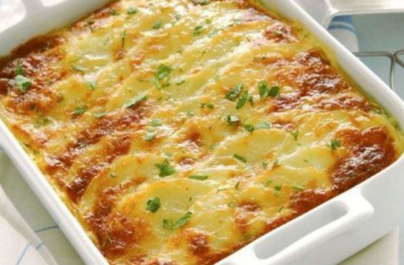 Πατάτες ογκρατέν με μπλε τυρί για όσους προτιμούν τις πιο ιδιαίτερες γεύσεις!