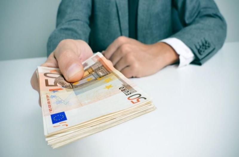 Έσκασε τώρα: Δείτε βήμα - βήμα τι πρέπει να κάνετε για να πάρετε το έκτακτο επίδομα των 400 ευρώ!