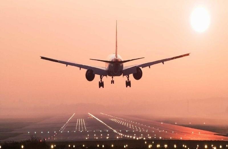 Απίστευτος καβγάς σε πτήση πασίγνωστης αεροπορικής εταιρείας: Άνδρας άρχισε να αυνανίζεται πάνω σε γυναίκα επιβάτη!