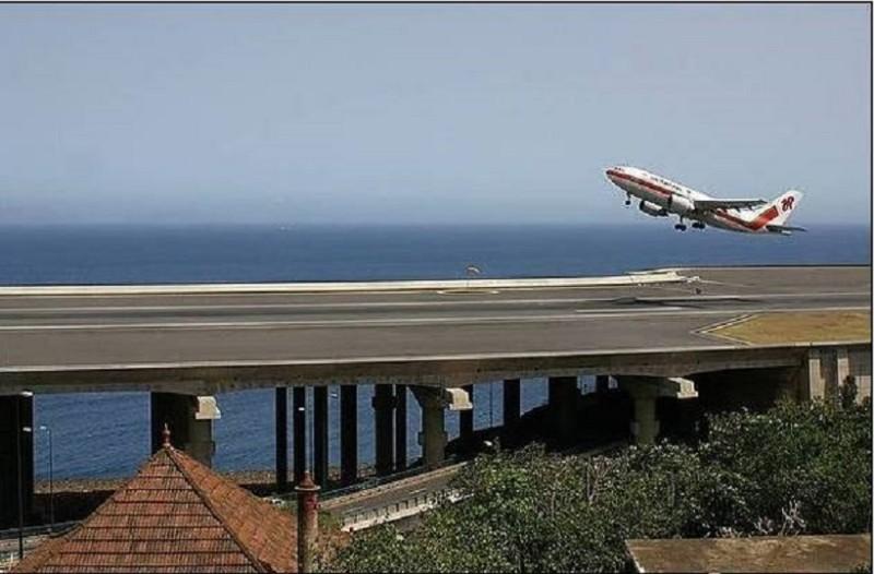 Άκρως εντυπωσιακές εικόνες: Αυτός είναι ο πιο πρωτότυπος και περίεργος διάδρομος αεροδρομίου που έχετε δει!