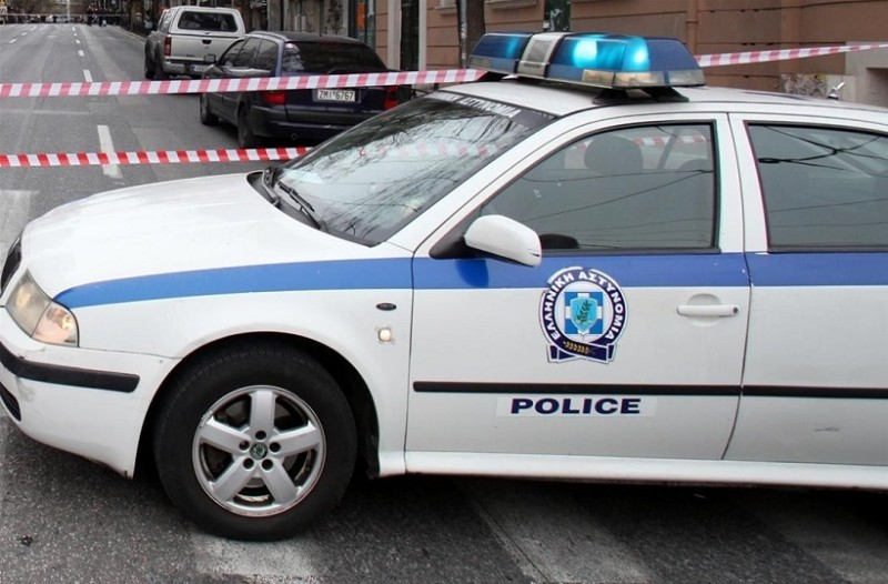 Πρωτοφανές περιστατικό στην Κοζάνη: Άνδρας μπήκε σε τράπεζα και έβγαλε... τα ρούχα του!