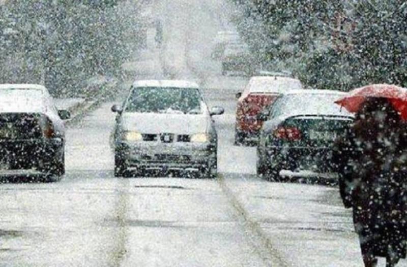 Σας ενδιαφέρει: Διακόπηκε η κυκλοφορία στη λεωφόρο Διονύσου λόγω της χιονόπτωσης!