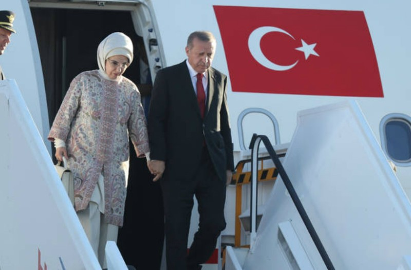 Εμινέ: Γνωρίστε την σκοτεινή κυρία Ερντογάν: Τα πάθη της γυναίκας που μόνο δημοσίως είναι ένα βήμα πίσω από τον Σουλτάνο (Photos)