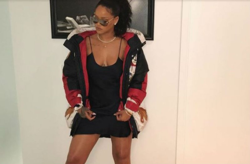 Δεν θα πιστεύετε πόσο στοιχίζουν οι κάλτσες της Rihanna!