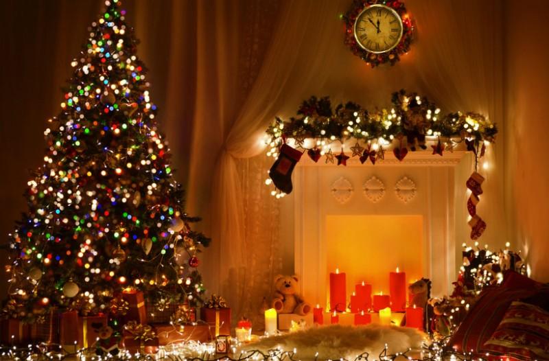 Το γνωρίζατε; Διακοσμητής εξηγεί πως πρέπει να βάλεις σωστά τα λαμπάκια στο Χριστουγεννιάτικο δέντρο!