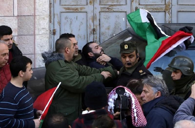 Πρωτοφανές περιστατικό: Παλαιστίνιοι επιτέθηκαν στο αυτοκίνητο του Πατριάρχη φωνάζοντας τον «προδότη»!