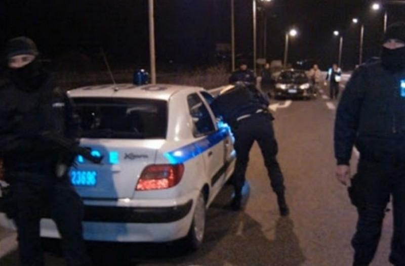 Συμμορία επιχείρησε να κλέψει γυναίκα οδηγό και προκάλεσε τροχαίο! (βίντεο)