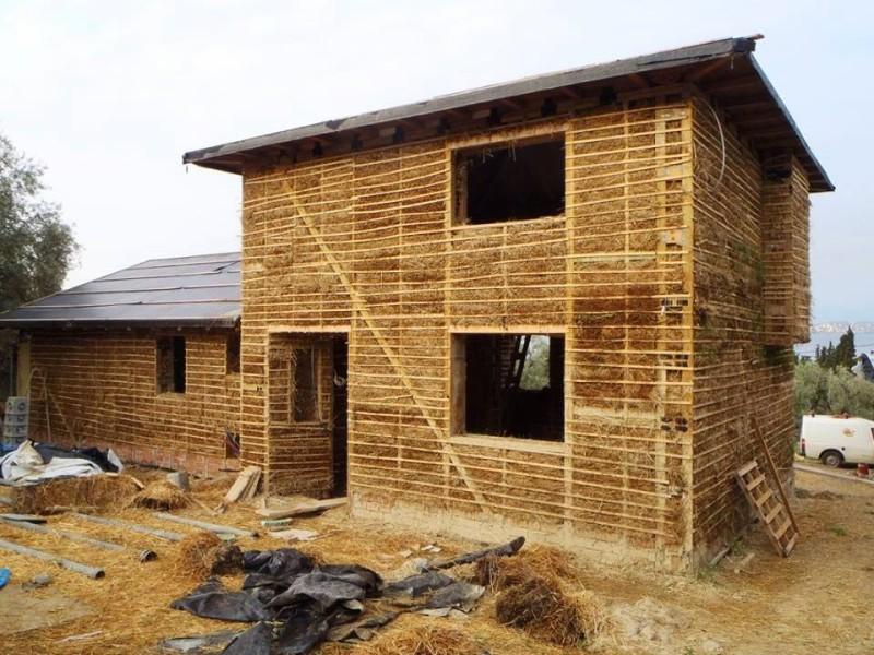 Σπίτια από άχυρο: Γιατί έχουν γίνει μόδα;