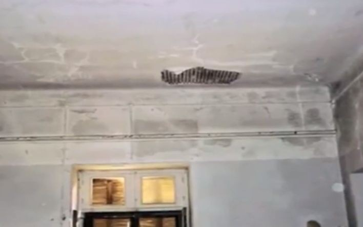Τραγικές εικόνες: Αφήνουν και καταρρέει το ιστορικό σπίτι του Παύλου Μελά στην Κηφισιά! (photos)