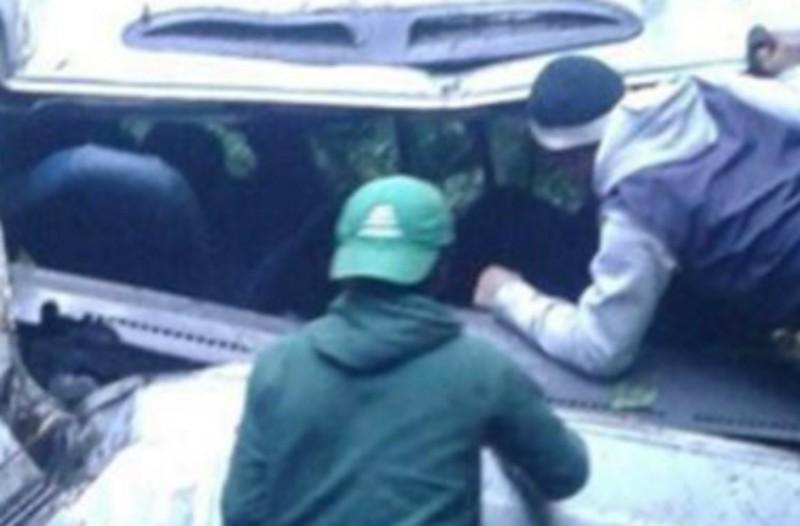 Τραγικό δυστύχημα: Τουλάχιστον οκτώ νεκροί από πτώση λεωφορείου σε ρεματιά!