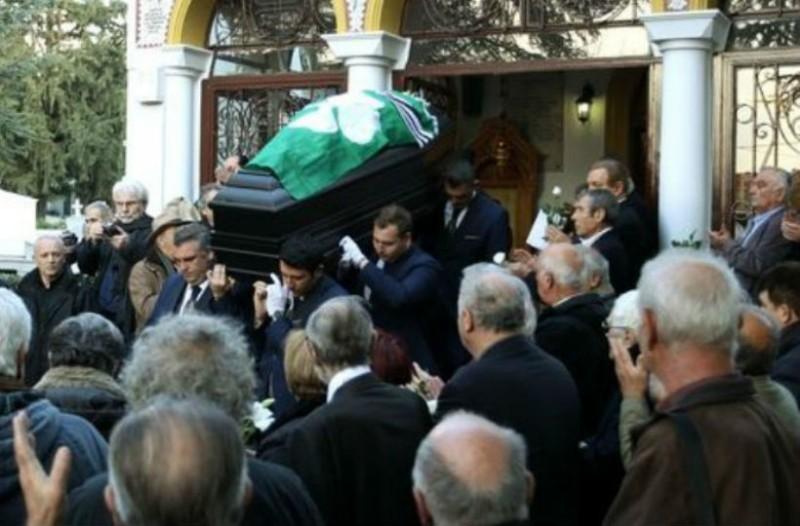 Σπάραξαν καρδιές στην κηδεία του Τάκη Λουκανίδη! Οι φωτογραφίες από το τελευταίο αντίο....