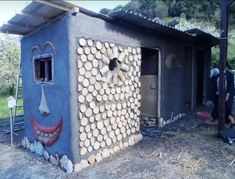 Cob: Δυο Λαρισαίοι φτιάχνουν με 1500 ευρώ σπίτια από άχυρο και πηλό κι έχουν γίνει ανάρπαστα!
