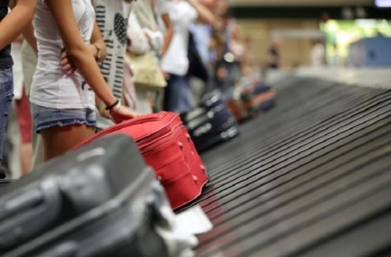 Άκρως πρωτοποριακό: Αστυνομικοί χρησιμοποιούν γυαλιά αναγνώρισης προσώπου για να σκανάρουν... ταξιδιώτες!