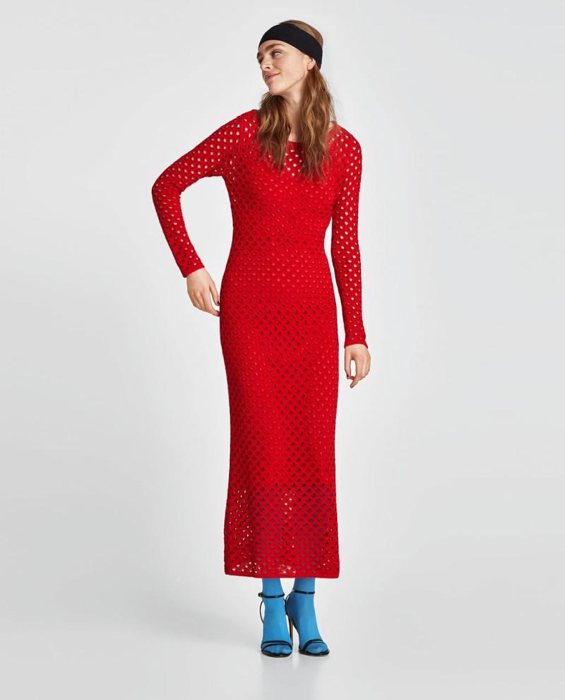 6114562ad2a ZARA: Ένα υπέροχο και αέρινο μάξι φόρεμα που μπορείς να φορέσεις από ...